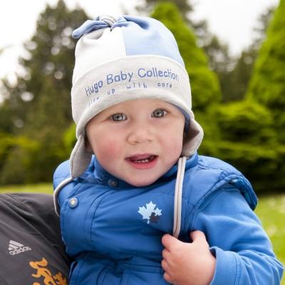 Hugo úpletová čepice s ozdobným sukem a potiskem