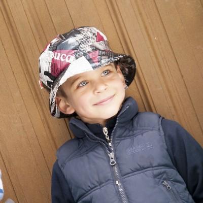 Dětský šusťákový klobouk s potiskem