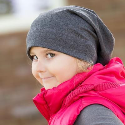 Bavlněná čepice prodloužená jednobarevná.