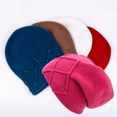 Vlněný prodloužený baret s korálky