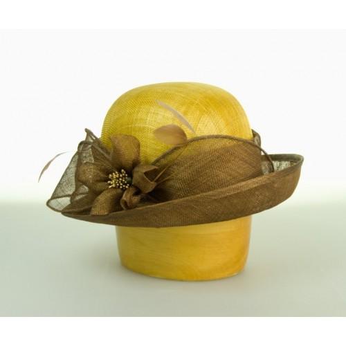 Modelový klobouk ze sinamay