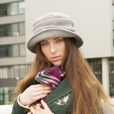 Dámský flaušový klobouk s řasenou stojnou