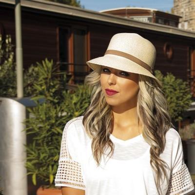 Dámský papírový klobouček zdobený rypsovou stuhou