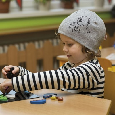 Dětská úpletová čepice s potiskem želvy