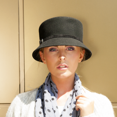 Vlněný dámský klobouk zdobený páskem - Doplňkov.cz - Karpet.s.r.o. e7dcbc7f12