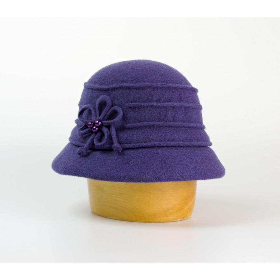 Dámský vlněný klobouk zdobený květem a korálky - Doplňkov.cz ... bdaa780e07