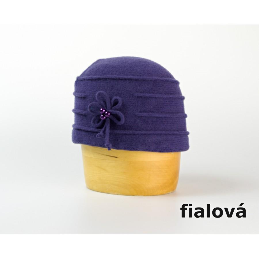Dámská vlněná toka s květem a korálky - Doplňkov.cz - Karpet.s.r.o. f14d419af8