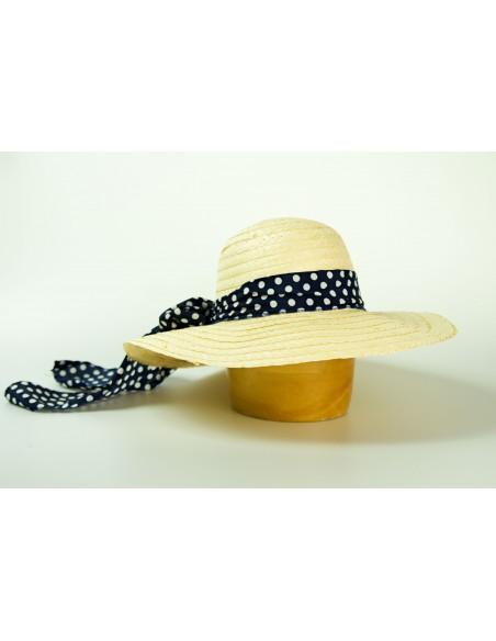 Dámský slaměný klobouk zdobený šátkem