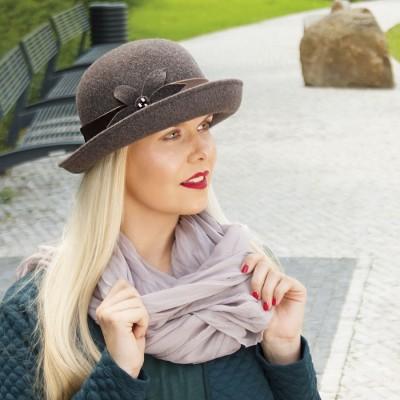 Dámský vlněný klobouk s ohrnutou krempou