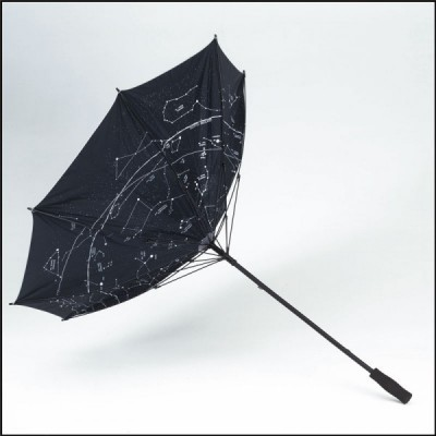 holový deštník s hvězdnou oblohou