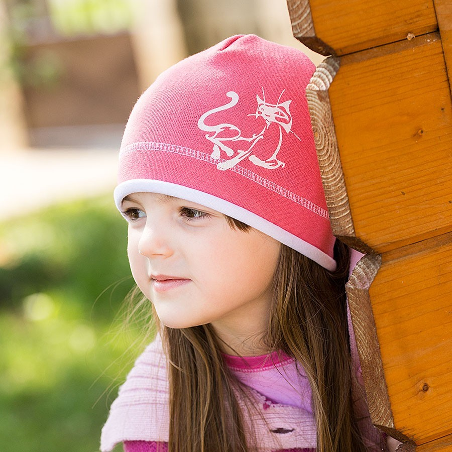 Bavlněná čepice s lemem a potiskem