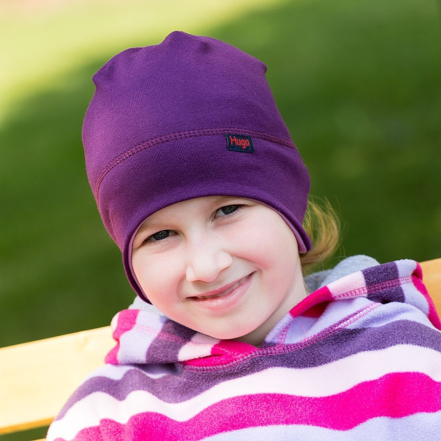 Bavlněná čepice hladká vykrojená na uši.