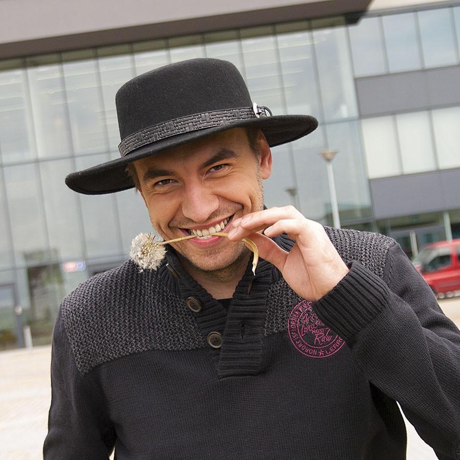 Pánský vlněný klobouk s rovnou hlavou zdobený