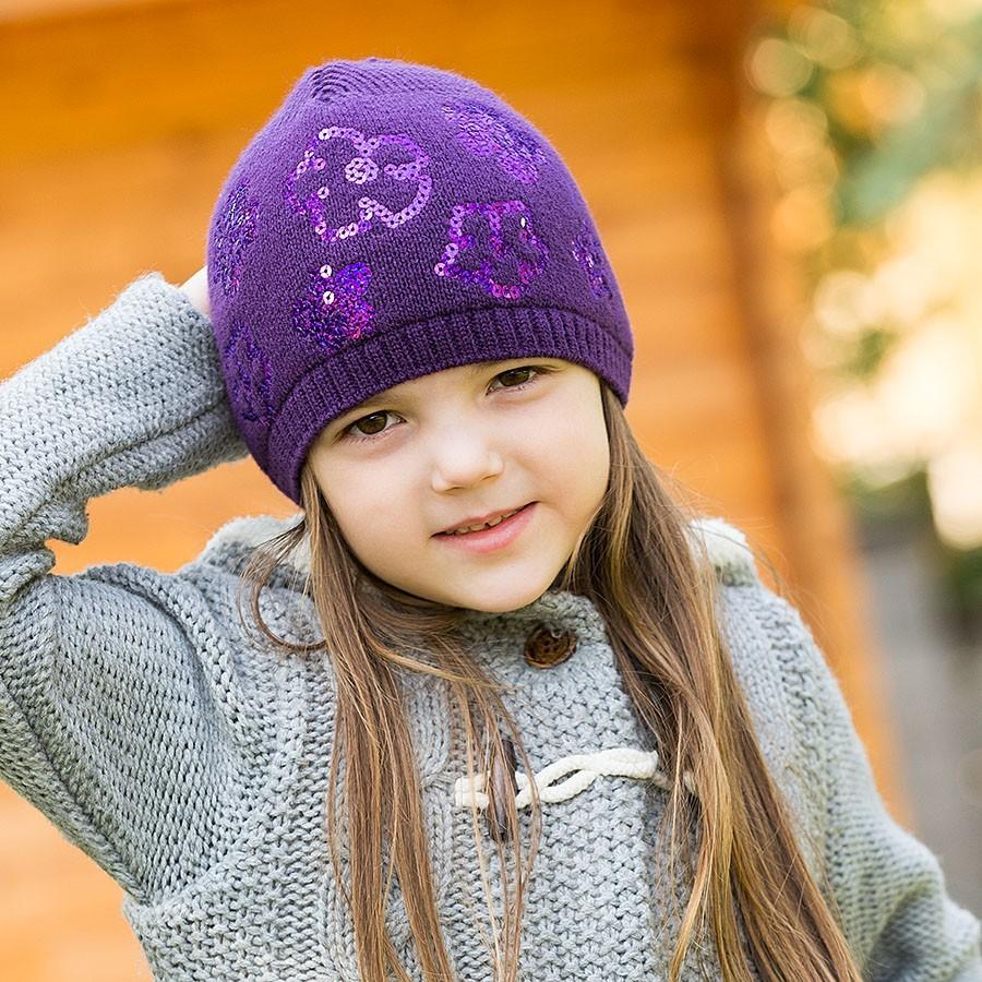 Pletená čepice se zdobnými flitry