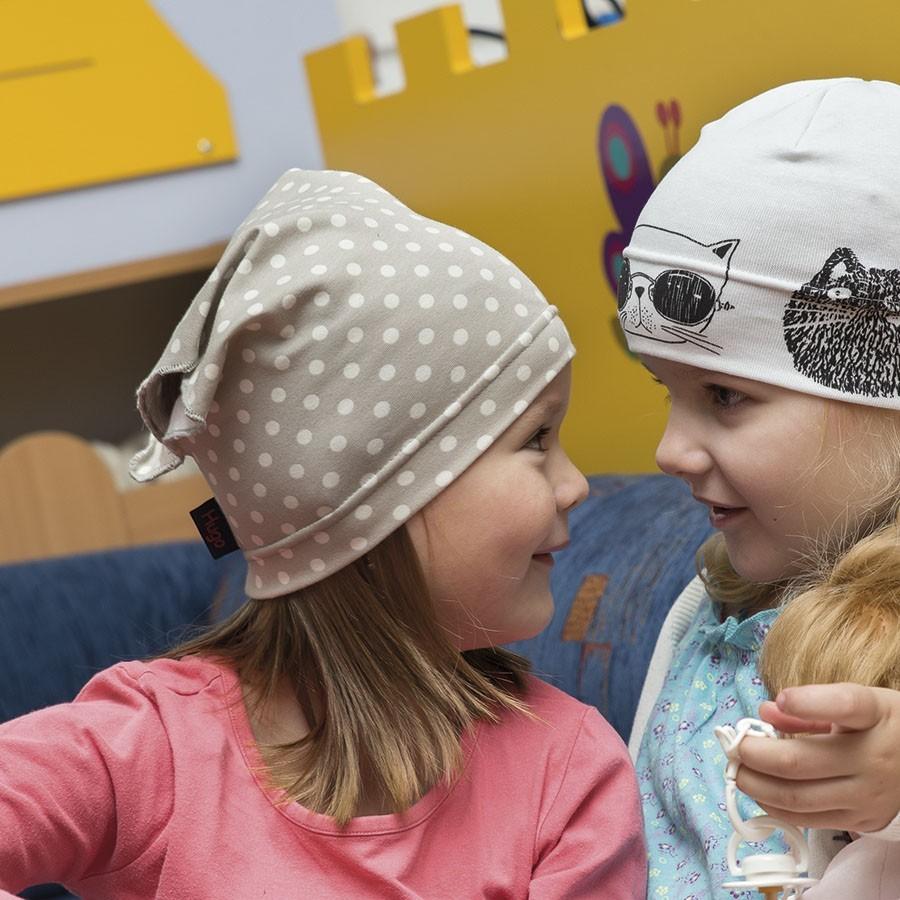 Dívčí úpletový šátek s puntíky