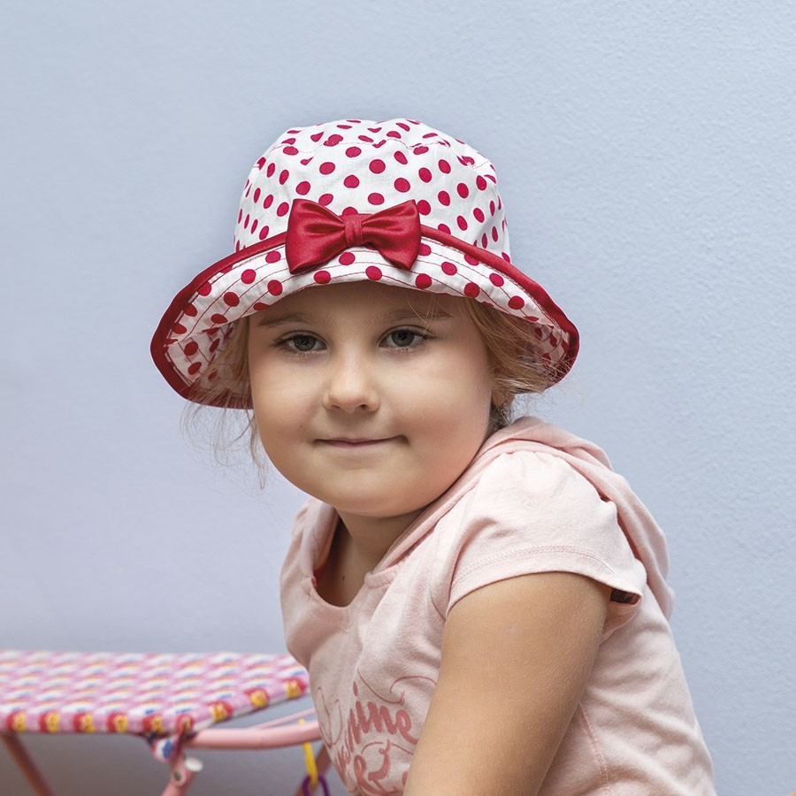 Bavlněný klobouk s puntíky a obšitou krempou