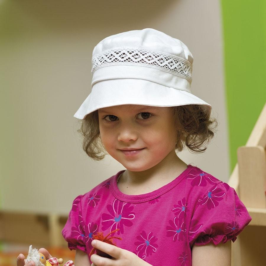 Bavlněný klobouček s rovnou hlavou a krajkou