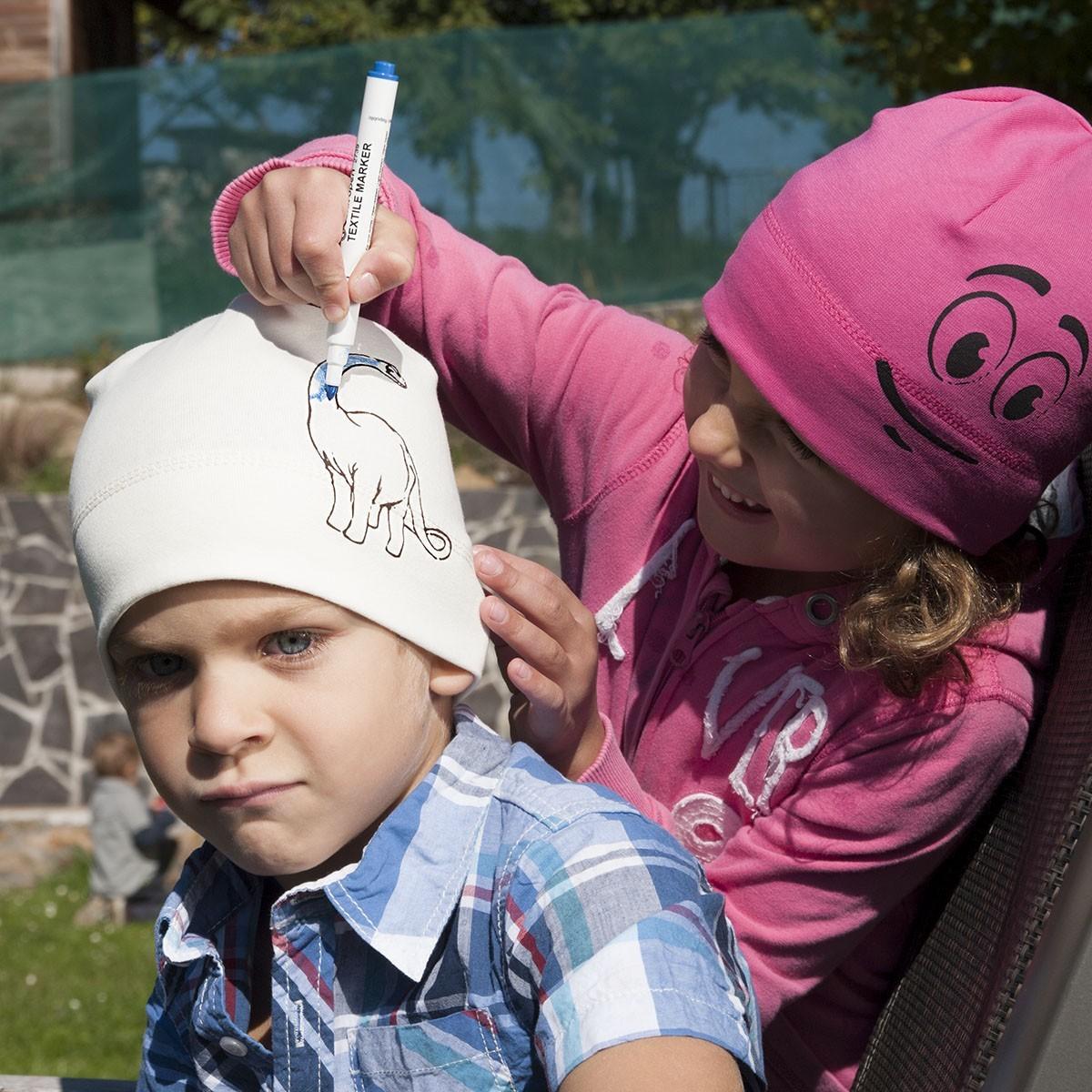 Dětská úpletová čepice s potiskem - omalovánky