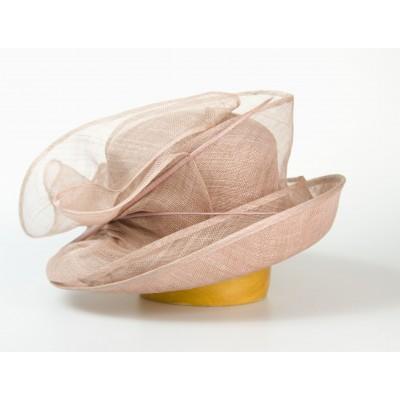 Modelový klobouk sinamay...