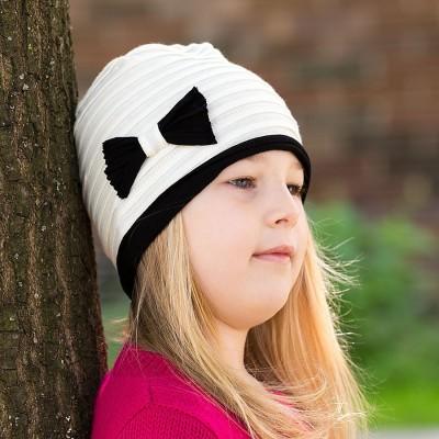 Dívčí úpletová čepice s mašlí