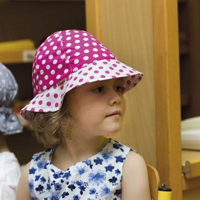 Dívčí bavlněný klobouk s puntíky