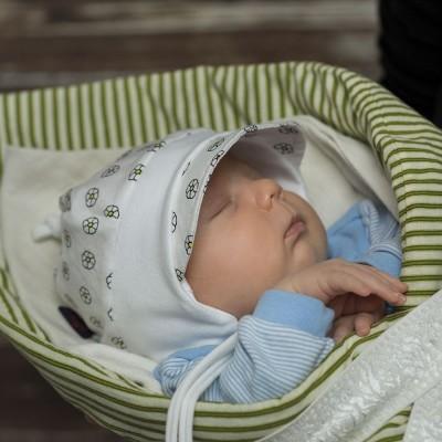 Bavlněná kojenecká čepice kombinovaná s úpletem