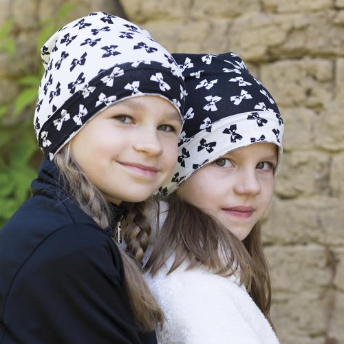 Dívčí úpletová čepice prodloužená potisk mašle