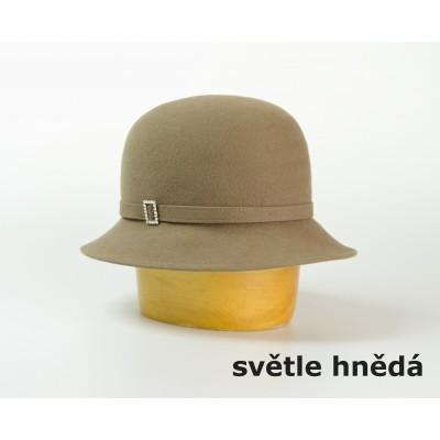 Dámský klobouk s králíčí srsti zdobený sponou