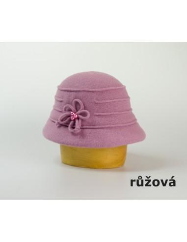 Dámský vlněný klobouk zdobený květem a korálky