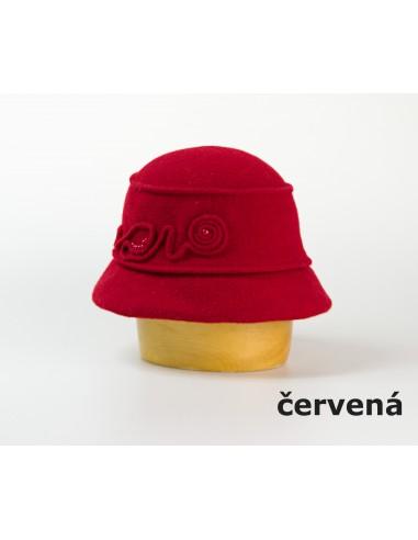 Vlněný klobouk s aplikací a korálky