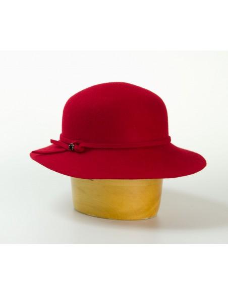 Vlněný klobouk střední krempa zdobený páskem