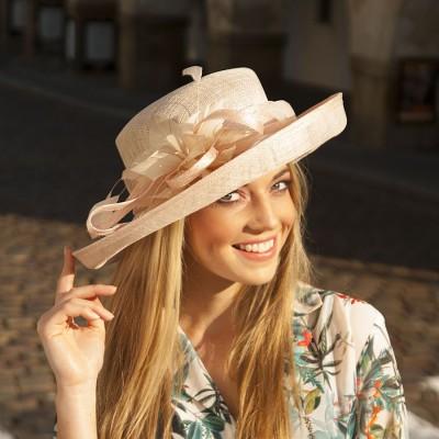 Modelový dámský klobouk ze...