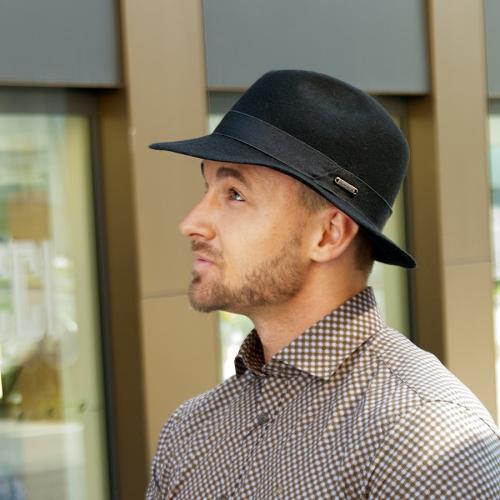 Pánský vlněný klobouk zdobený  rypsovou stuhou